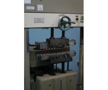 Машина 2037 УР-500  для испытания резин на многократное растяжения и сжатия